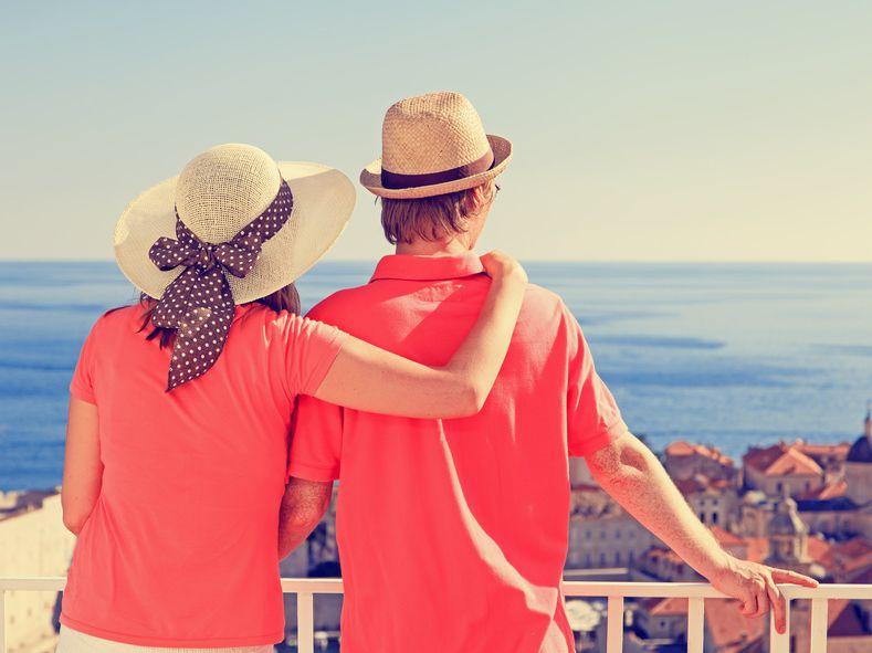 בחופשה יצירת קשרים וחברויות יכולה להירקם במהירות | צילום: fotolia