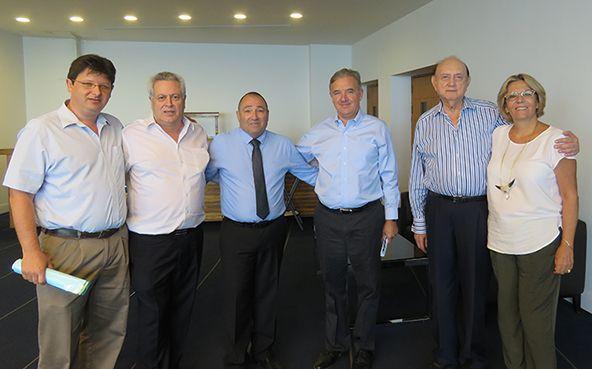 עומדים מימין: שוש כהן, לוי רחמני, יונל כהן, אריה אברמוביץ, אורי צפריר, ואמיל ויינשל