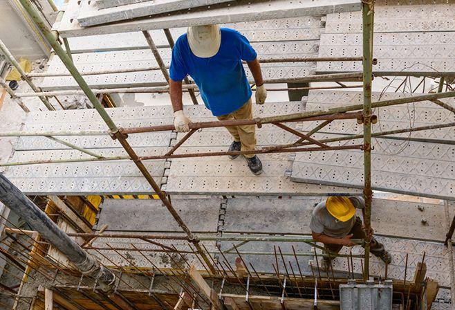 התובע לא בחל בעבודה פיזית קשה הכרוכה בשעות עבודה מרובות